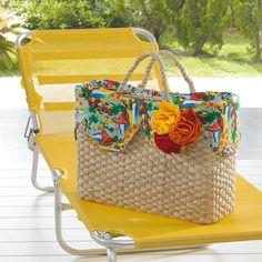 Bolsa de palha com tecido para patch! Perfeita pra arrasar na praia, hein? Summer Handbags, Summer Bags, Beach Basket, Ethnic Bag, Bags 2018, Straw Tote, Basket Bag, Fashion Handbags, Purse Wallet