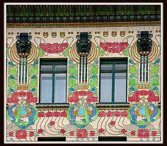 Majolikahaus, Vienna (1898). Otto Wagner. L'equivalente austriaco dell'art nouveau (più o meno) è la Secessione viennese e Otto Wagner ne è stato uno dei maggiori esponenti, assieme a Klimt e altri artisti.