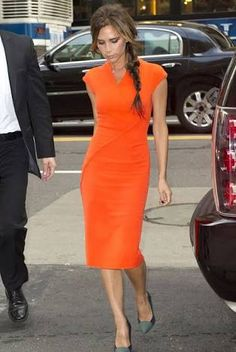 Tangerine dream: Victoria Beckham looks striking in bold orange as she leaves her New York hotel for Vogue's Fashion Night Out Victoria Beckham Outfits, Moda Victoria Beckham, Style Victoria Beckham, Dresses For Teens, Trendy Dresses, Nice Dresses, Casual Dresses, Dresses For Work, Legging Outfits