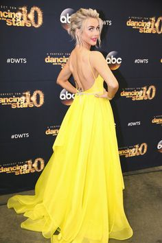 Julianne Hough's 'DWTS' Dress: Stuns In Plunging Yellow Gown