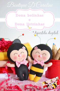 Atelier - Boutique D' Caroline: Apostila digital - Dona bolinhas e Dona Listrinhas. Felt Diy, Felt Crafts, Diy And Crafts, Operation Christmas Child, Fabric Animals, Felt Animals, Felt Dolls, Plush Dolls, Craft Patterns