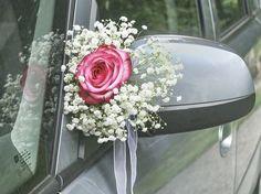 Blumenschmuck aus Schleierkraut fürs Hochzeitsauto