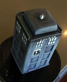 How to make a Dr Who Tardis Cake. Full tutorial here http://cutesweetthings.wordpress.com/2013/04/30/how-to-make-a-dr-who-tardis-cake/