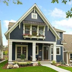 Gorgeous 19 small cottage house exterior design ideas in 201 Exterior Paint Colors For House, Paint Colors For Home, Cottage Exterior Colors, Siding Colors For Houses, Bungalow Exterior, Modern Farmhouse Exterior, Rustic Farmhouse, Farmhouse Landscaping, French Farmhouse