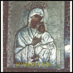 Advocavion de Virgen del Perpetuo Socorro con marco en mosaico. Repujado sobre aluminio.
