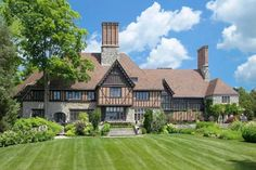 celebrity houses and real estate : Rezydencja w stylu Tudorów Mela Gibsona w Greenwich - Hooked on Houses The Tudors, Tudor House, Maison Tudor, Casas Tudor, Casa Estilo Tudor, Mill Farm, Greenwich Connecticut, Tudor Style Homes, Rich Home