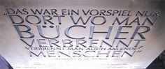 """Detail einer Gedenktafel aus Bronze zur Erinnerung an die """"Bücherverbrennung"""" in Braunschweig, Schlossplatz - Bronze gebürstet, Schrift tiefer liegend, Größe 1,3 m  x 1,3 m"""