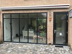 Steellook Aluminium Kozijnen in Eindhoven Conservatory Design, House Cladding, Solar Shades, Patio Interior, Garden Doors, House Extensions, Back Patio, Beautiful Living Rooms, Door Design