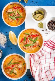 Zupa z kurczakiem i warzywami w tajskim stylu Thai Red Curry, Soups, Ethnic Recipes, Food, Essen, Soup, Yemek, Meals