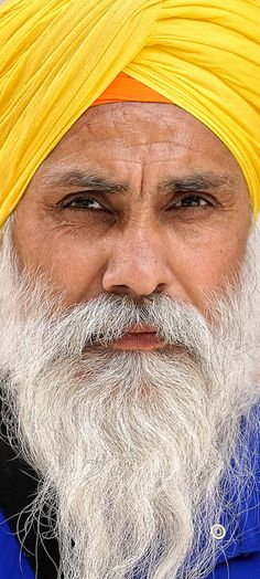 Sikh man - his turban is beautiful!  Visítanos en: https://www.facebook.com/hotelcasinointernacionalcucuta