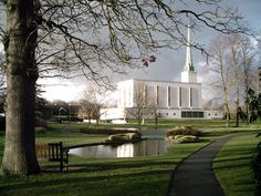 The gray skies and green landscape seem very Englsndish. Love it! London England Mormon/LDS Temple
