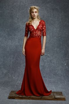 Helen Mirren needs to wear this at the Golden Globes. Reem Acra Pre-Fall 2015