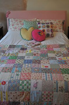 ***********NO pattern or tutorial, but could be made EASY EASY******** patchwork bedspread Quilting Projects, Quilting Designs, Sewing Projects, Scrappy Quilts, Easy Quilts, Patchwork Quilting, Patch Quilt, Quilt Blocks, Vintage Quilts