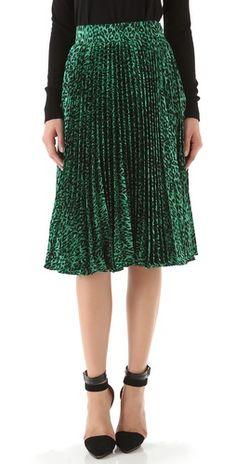 emerald pleated skirt #coloroftheyear