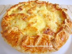 Pastel campesino con patatas y queso Quiches, Omelettes, Tapas, My Favorite Food, Favorite Recipes, Deli Food, Puff Pastry Recipes, Ham And Cheese, Brunch