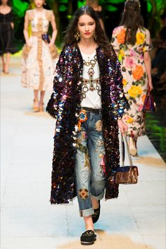 Sfilata Dolce & Gabbana Milano - Collezioni Primavera Estate 2017 - Vogue