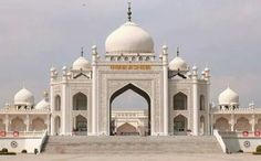 This is the Hui Mosque in Ningxia, China.   China is home to approximately 10.5 million Hui people, the majority of whom are Chinese-speaking practitioners of Islam. MashaAllah