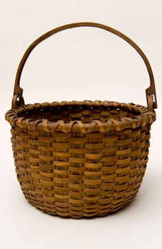 Century Antique American Columbia County New York 8 inch Swing-handled Basket For Sale, Antique American Folk Art and Fine Rare Antiques Old Baskets, Vintage Baskets, Wicker Baskets, Primitive Antiques, Country Primitive, Primitive Bedroom, Primitive Homes, Nantucket Baskets, Country Decor