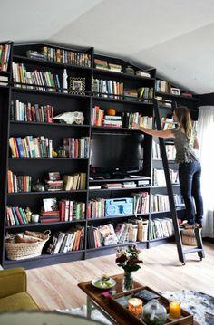 le plus beau salon sous pente Bookcase, Shelves, Home Decor, Storage, Staircase Bookshelf, Mansard Roof, Beautiful Living Rooms, Shelving
