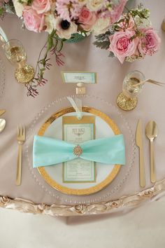 Gold + Mint Wedding Inspiration | Photo: Kelly Benton