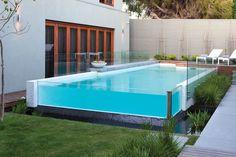 piscina elevada com borda de vidro