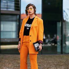 Siempre te has resistido a usar traje? Esta temporada no querrás quitártelo . . . . #trendencias #trends #tendencias #streetstyle #moda #lookoftheday #wiw #wiwt #ootd #givenchy #traje #ysl #estilismo #look
