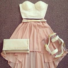How to Chic: PINK SKIRT AND WHITE LACE BANDEAU