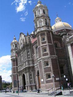 Il y a ÉNORMEMENT à faire à Mexico City (comme l´appellent les étrangers qui n´y ont pas vécu), les gens y sont intéressés et intéressants dans le sens positif du terme. Les quartiers de Polanco et de la Condesa sont plus organisés et plus agréables à contempler. Mais aussi, un peu plus loin, à la Basilica Notre Dame de Guadalupe.