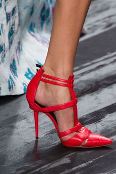 Mendel at New York Spring 2015 (Details. Need me these red shoes! Dream Shoes, Crazy Shoes, Me Too Shoes, Zapatos Shoes, Shoes Heels, Louboutin Shoes, Red Heels, Christian Louboutin, Nike Shoes