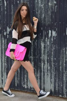 Love the neon bag! Adds a pop of colour :)  http://www.teenvogue.com/fashion/blogger-look-of-the-day/2012-08/carla-e#