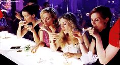 Everyone knows that Carrie Bradshaw's true soulmates were her girlfriends. | Poll: Who Should Carrie Bradshaw Have Ended Up With?