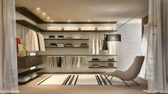 Kullanışlı bir giyim odası hazırlama Giyim odası hazırlarken öncelikli olarak sık kullanılacak kıyafetlerin daha kolay ulaşabilecek yerlere yerleştirilmesi gerekmektedir.