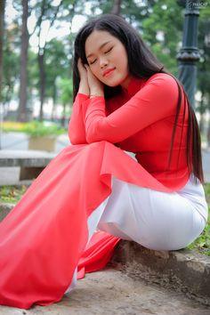 Vietnamese Traditional Dress, Traditional Dresses, Beautiful Asian Girls, Beautiful Women, Mac, Honey, Beauty, Amazing, Beauty Women
