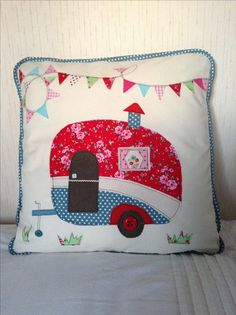 A fun sewing project! Applique Cushions, Applique Quilts, Free Motion Embroidery, Machine Embroidery, Quilting Projects, Sewing Projects, Sewing Kits, Applique Patterns, Quilt Patterns