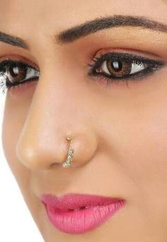 39 Beautiful Nose Piercing For Women - Sayfa 7 / 10 - SooWomen Unique Nose Rings, Gold Nose Rings, Indian Eyes, Indian Face, Piercings, Piercing Bump, Piercing Ideas, Body Piercing, Pretty Nose