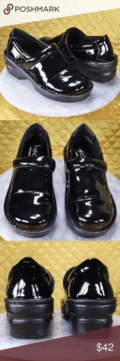 BOC Born Black Patent Shiny Professional Clogs 6M These beautiful B.O.C by Born clogs are in absolute excellent pre-owned condition! Very light wear within, and light wear on the bottoms. These have been scrubbed clean! 😌❤️ Women's size 6M!  🌟🌟 If you appreciate old school quality - you're in the right place. We don't just sell items, we put time & work into them. We also ship FAST, within same or 1 business day!! Thank you for Poshing!! 🌹🌹😊 b.o.c. Shoes Mules & Clogs