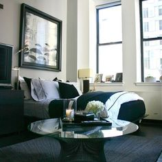 New York studio apartment. I want this in my room! Living Room this is what i want my studio apartment to look like small condo decorating i. Decor, Apartment Furniture, Apartment Inspiration, Apartment Design, Studio Apartment Design, Home Decor, Apartment Therapy Small Spaces, Trendy Apartment, Apartment Decor