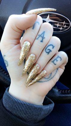 Long gold glitter stiletto nails ✨✨✨