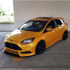 Yellow Ford Focus ST 3 from USA with black rims