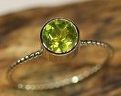 14K Gold Peridot Ring - Made To Order  hmmm want to buy me something for my birthday?? hmm yes...