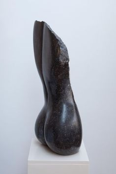 'Edele vrouw', 2011  Arduin met kristallaag, België, 80 bij 40 cm
