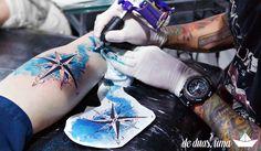 tatuagem aquarela rosa dos ventos - Desenho exclusivo criado por De duas, uma (www.deduasuma.com)