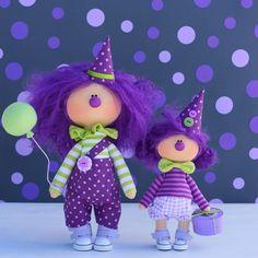 988 отметок «Нравится», 39 комментариев — Ирина Бережная (@berezhnaya.irina) в Instagram: «Clowns 💜 —————————————— Большой 28 см, стоимость 55$(продан) Маленький 21 см, стоимость 30$(продан)…» Crochet Toys Patterns, Stuffed Toys Patterns, Doll Patterns, Felt Dolls, Doll Toys, Halloween Doll, Fabric Toys, Homemade Toys, Sewing Dolls
