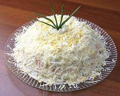 Salad with ham and mushrooms Russian Recipes, International Recipes, Coconut Flakes, Salad Recipes, Food To Make, Cabbage, Grains, Salads, Recipies