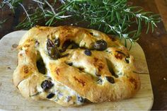 Pain Aux Olives, Tapenade Olive, Bread Recipes, Vegan Recipes, Bon Appetit, Bagel, Cooking, Breakfast, Ethnic Recipes