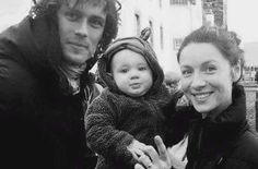 Ohhhh!!! Adorable, but having read the books this doesn't make sense.... unless its just a fan shot, not from filming