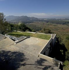 house on a steep hill green living roof plan b arquitectos giancarlo mazzanti 5 Beautiful Home on a Steep Hill with Incredible View pics] Shed Roof, House Roof, Giancarlo Mazzanti, Butterfly Roof, Living Roofs, Property Design, Roof Architecture, Roof Styles, Roof Light