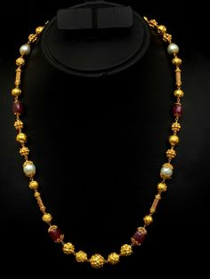 Ruby and Nagas Chain - Indian Jewellery Designs Beaded Jewelry Designs, Gold Jewellery Design, Necklace Designs, Face Jewellery, Gold Jewelry Simple, Schmuck Design, Pendant Jewelry, Pearl Jewelry, Indian Jewelry