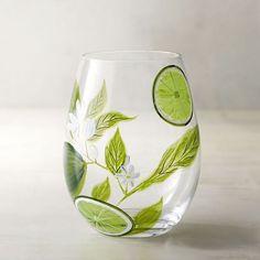 peinture pour verre de gin avec un dessin de limettes et des feuills vertes
