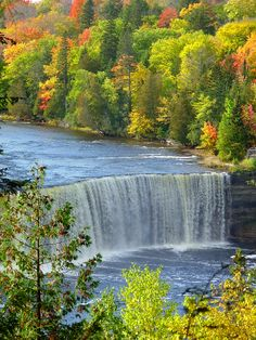 Tahquamenon Falls State Park, upper Peninsula Michigan